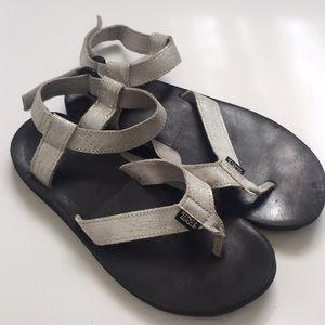 Silver/Black TEVA Flatform Sandals Size 9